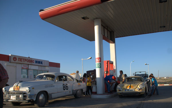 porsche-356-filling-up-peking-paris-2010.jpg